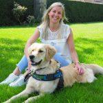 Assistentiehond Loulou en Deborah zijn een hecht team